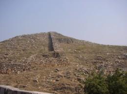 王舎城 南門跡と城壁