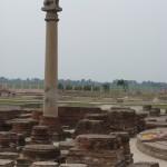 アショカ王柱と僧院跡(バイシャリ)