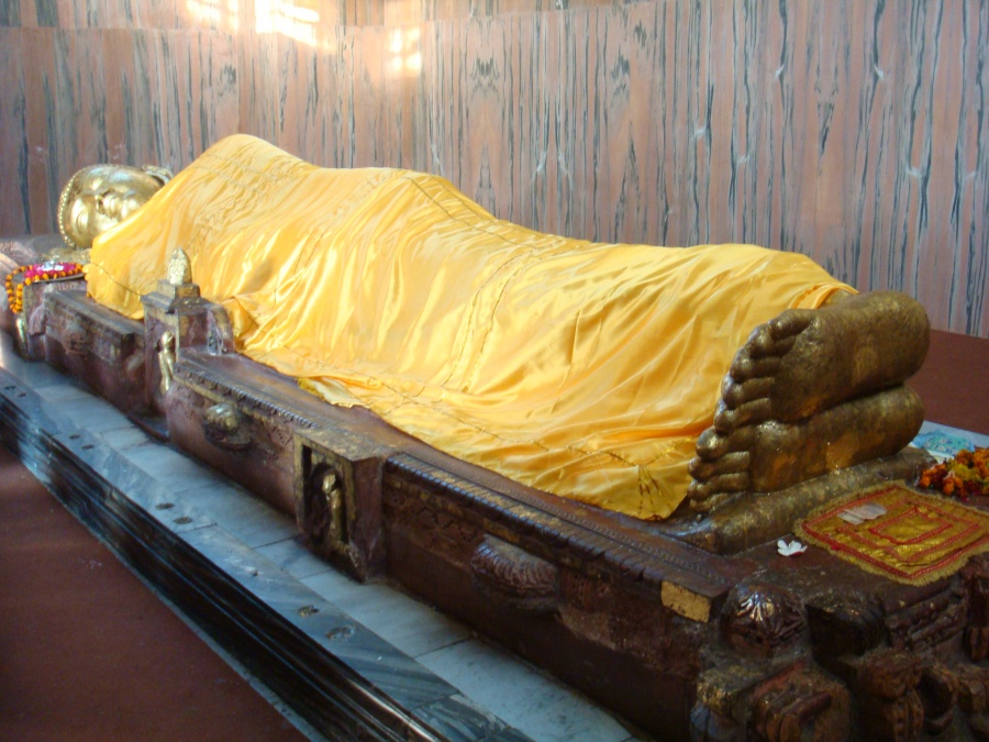 涅槃像(クシナガラ) 涅槃像(クシナガラ) トラベルサライで行く 仏跡の旅