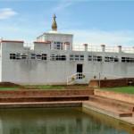 アショーカ王柱とマヤ堂(ルンビニ)
