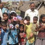 近隣の村の子供達