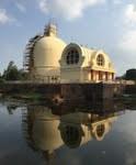 クシナガラ涅槃堂。 池に映って綺麗です。