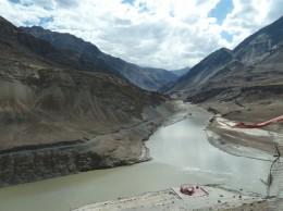 インダス河とザンスカール河(右側は世界最高の峠マーシミク峠)
