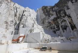 イタリアの大理石産地 カラーラの採石場