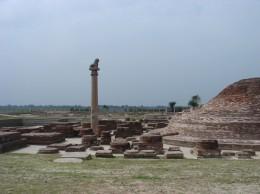 バイシャリ王柱と仏塔