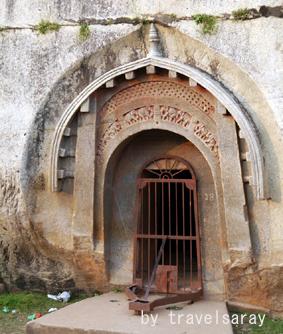 バラバール石窟